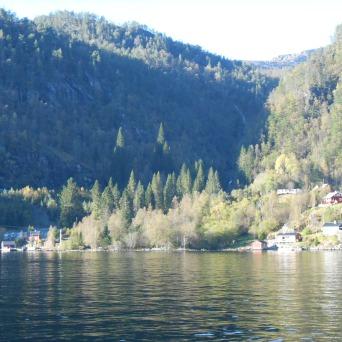 Maisons au bord de l'eau de l'Osterfjord