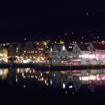 La nuit sur le port de Bergen