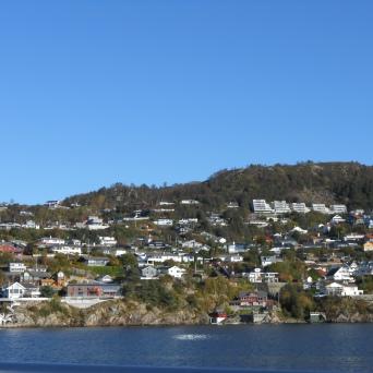 Maisons au bord de l'Osterfjord